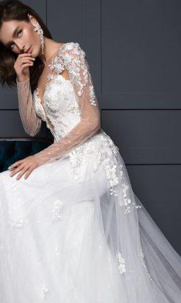 Свадебное платье с умеренно пышной юбкой