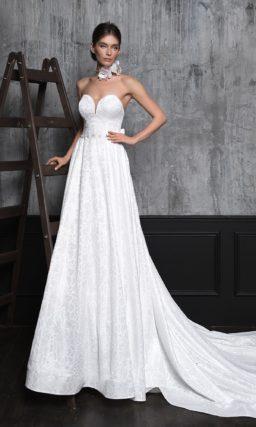 Женственное свадебное платье со шлейфом