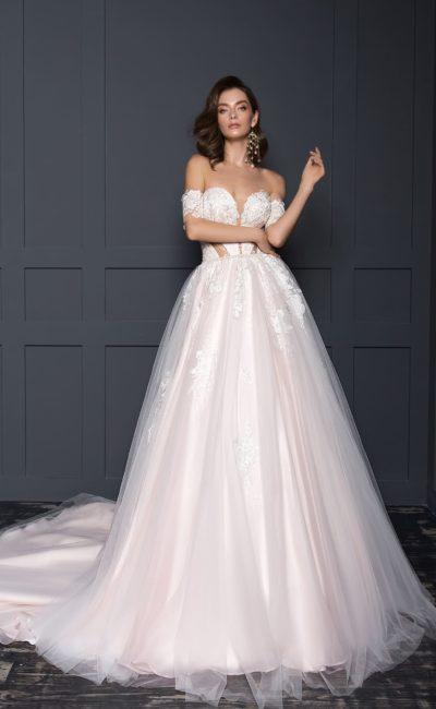 Пышное платье с розовым оттенком