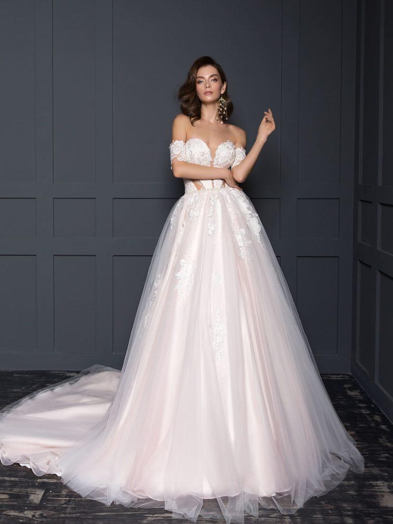 свадебное платье с пышной юбкой и открытой спиной