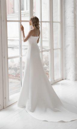 свадебное платье прямого кроя со шлейфом