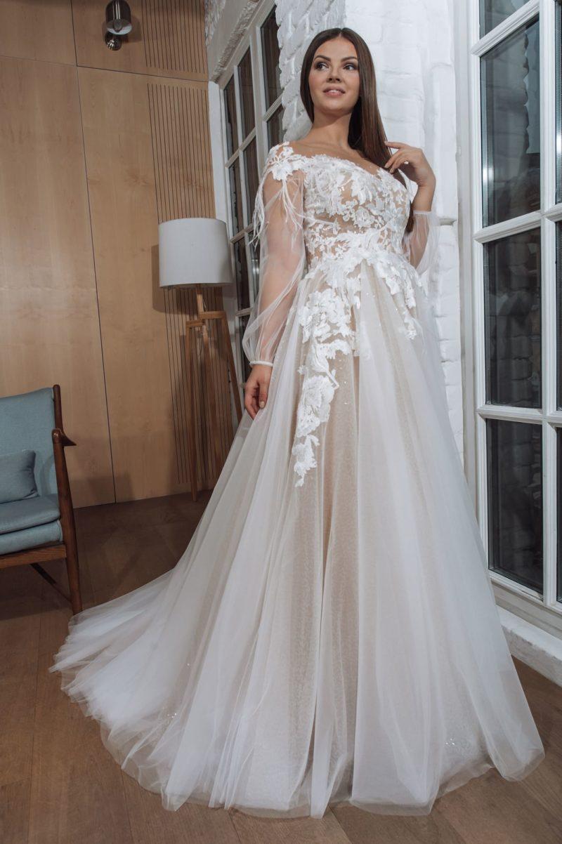Пышное свадебное платье оттенка капучино
