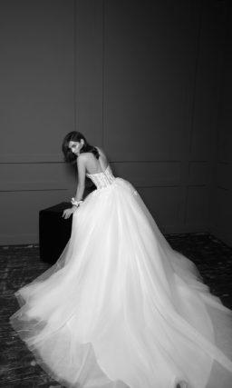 платье А-силуэта с пышной воздушной юбкой