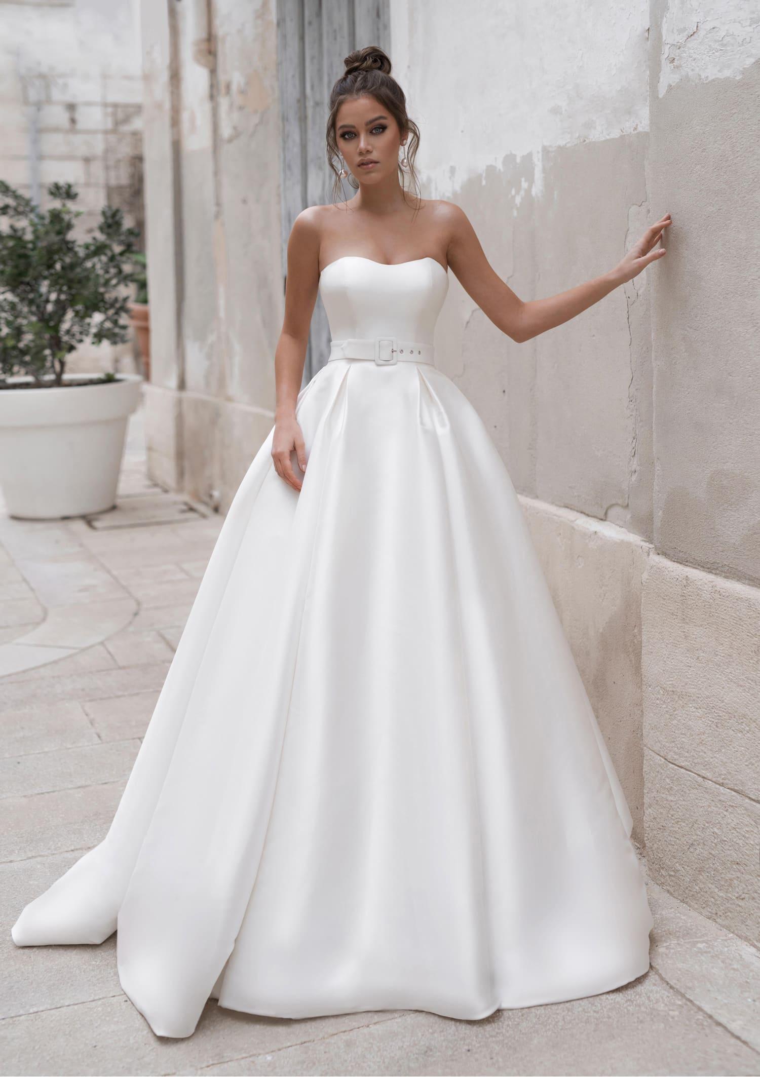 9f8f7bb7602 Пышное свадебное платье с поясом Naviblue Bridal Nadia 18288. Купить ...