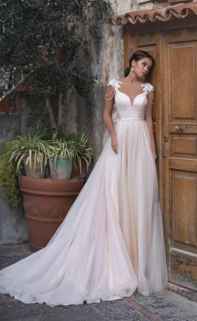 Легкое платье розового оттенка