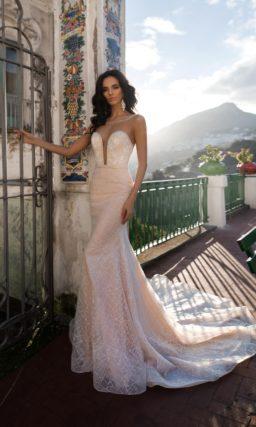 свадебное платье силуэта «русалка» пудрового оттенка