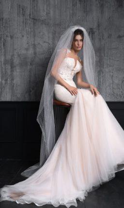 свадебное платье силуэта «русалка» цвета розовой пудры