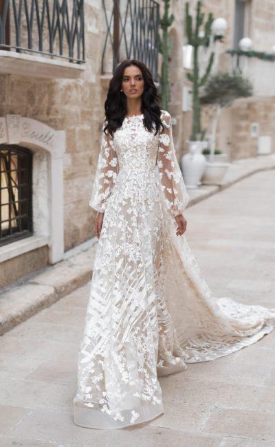 Платье с необычным кружевным декором