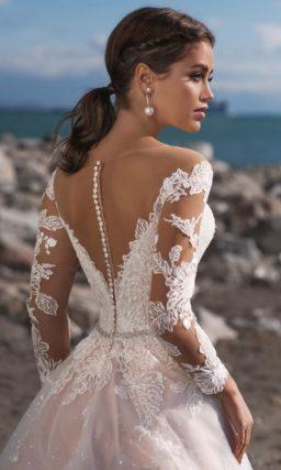 свадебное платье силуэта «принцесса» персикового оттенка