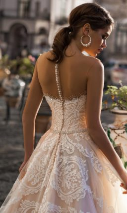 кружевное свадебное платье пудрового оттенка со шлейфом