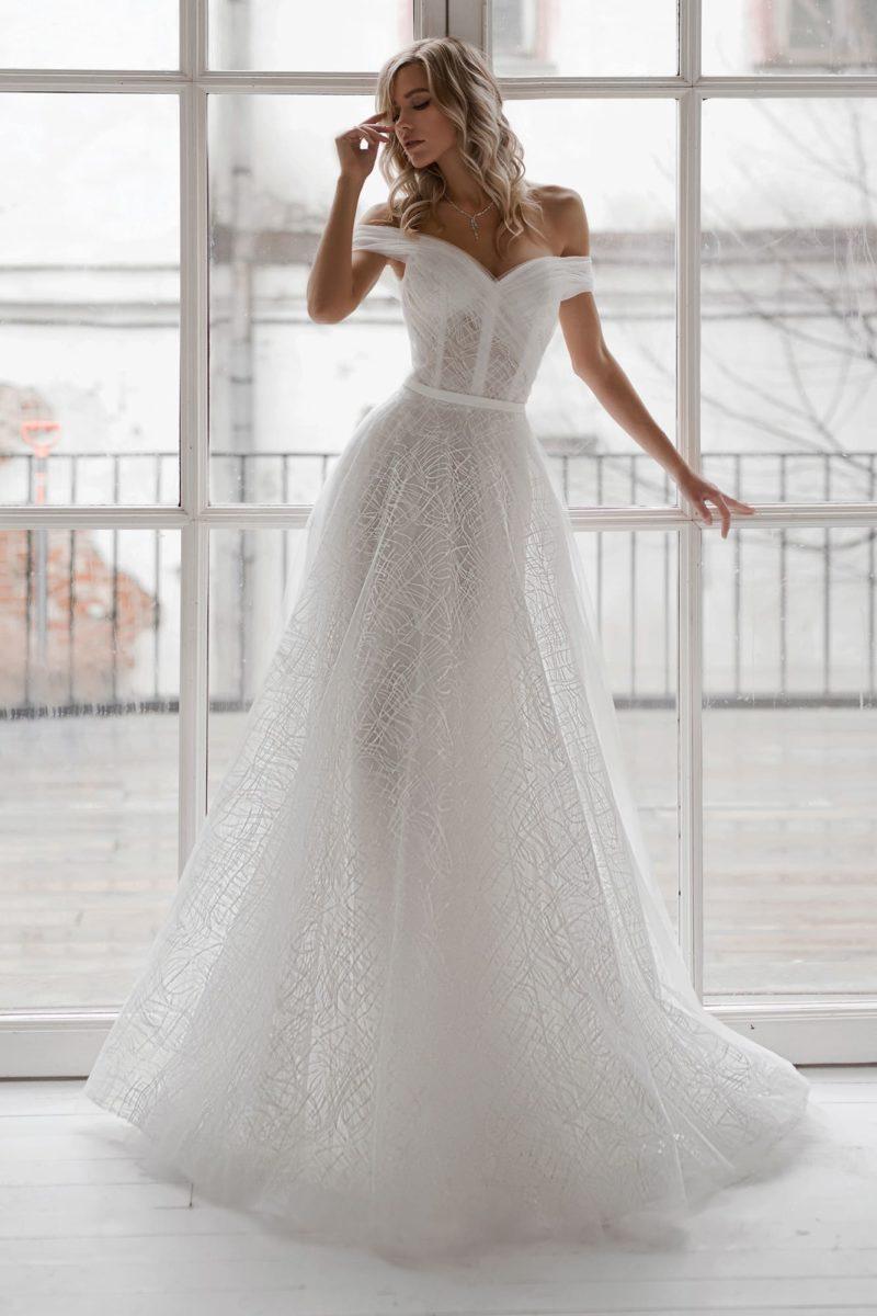 полупрозрачное свадебное платье А-силуэта