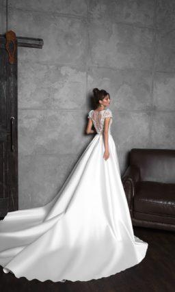 Свадебное платье в стиле кроп-топ со шлейфом
