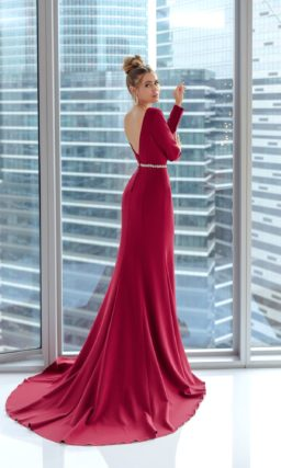 Вечернее платье в пол силуэта «рыбка» в стиле минимализм