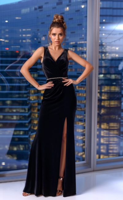 Черное бархатное платье в пол