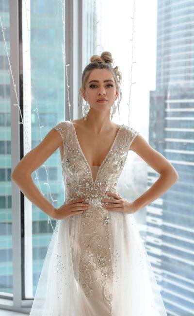 Белое платье в пол с камнями