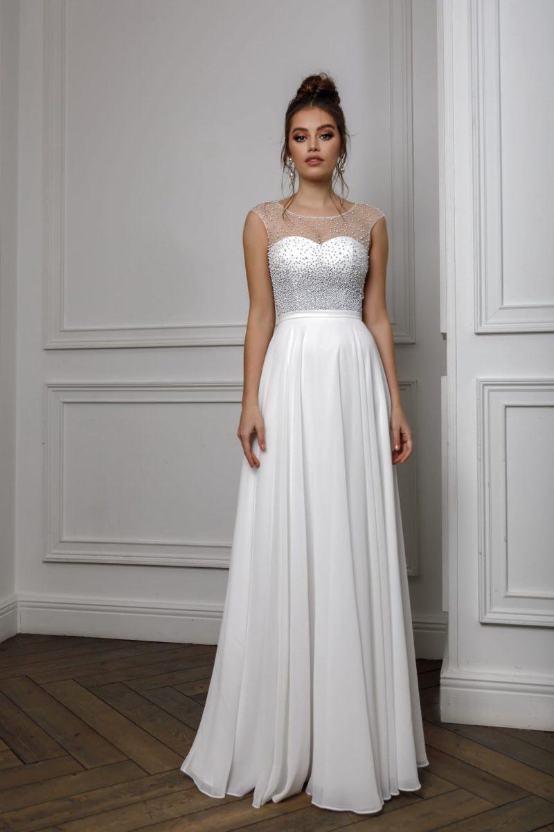 Белое прямое платье в пол