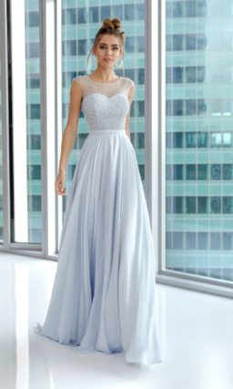 Длинное вечернее платье голубого оттенка