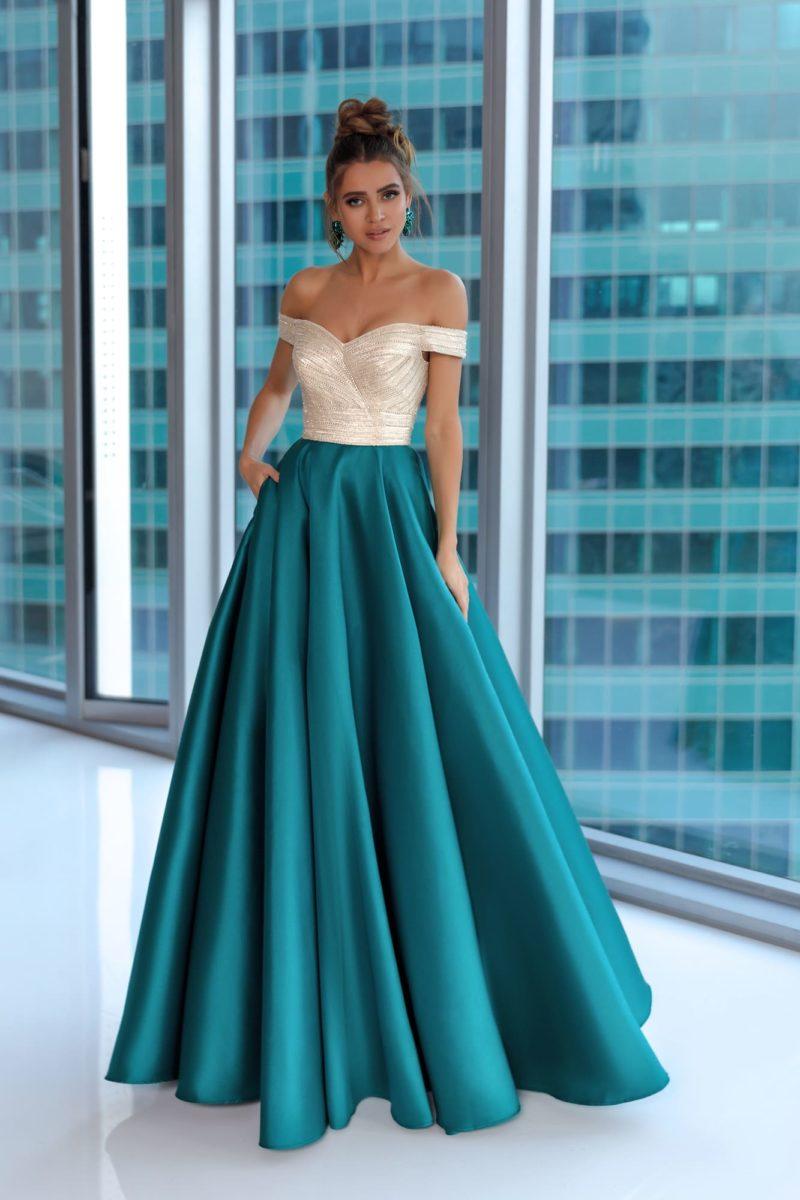 вечернее платье с пышной длинной юбкой глубокого зеленого цвета