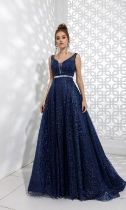 Длинное вечернее платье с мерцающим декором