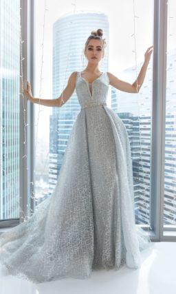 Пышное вечернее платье серебристого оттенка