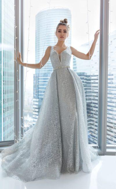 платье серебристого оттенка