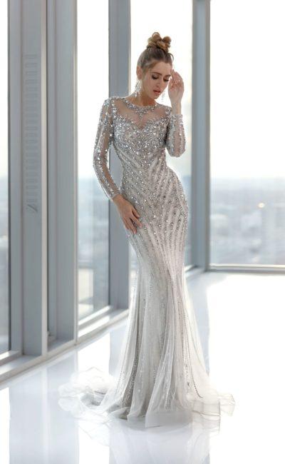 Блестящее платье с рукавами