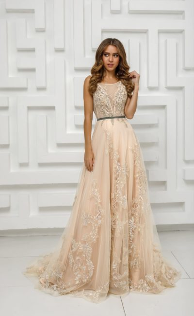 вечернее платье с расклешенной юбкой