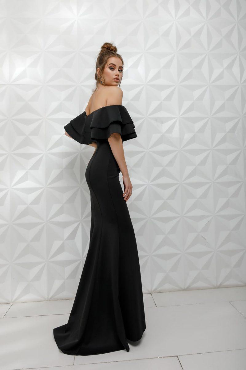 Лаконичное вечернее платье в пол силуэта «русалка»