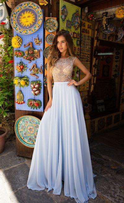 Длинное платье с пышной юбкой