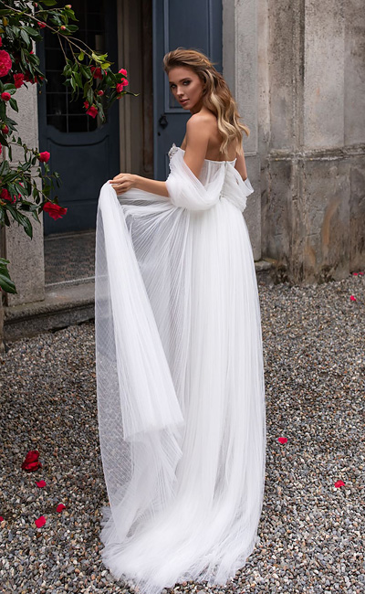 Белое воздушное свадебное платье