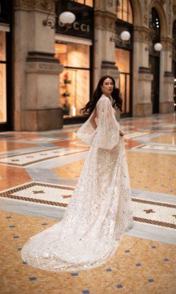 Свадебное платье пудрового цвета с декором