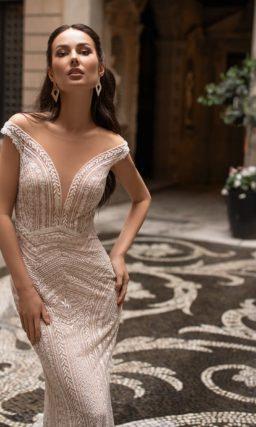 Свадебное платье-русалка в глубоком оттенке капучино