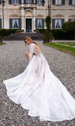Кружевное приталенное платье