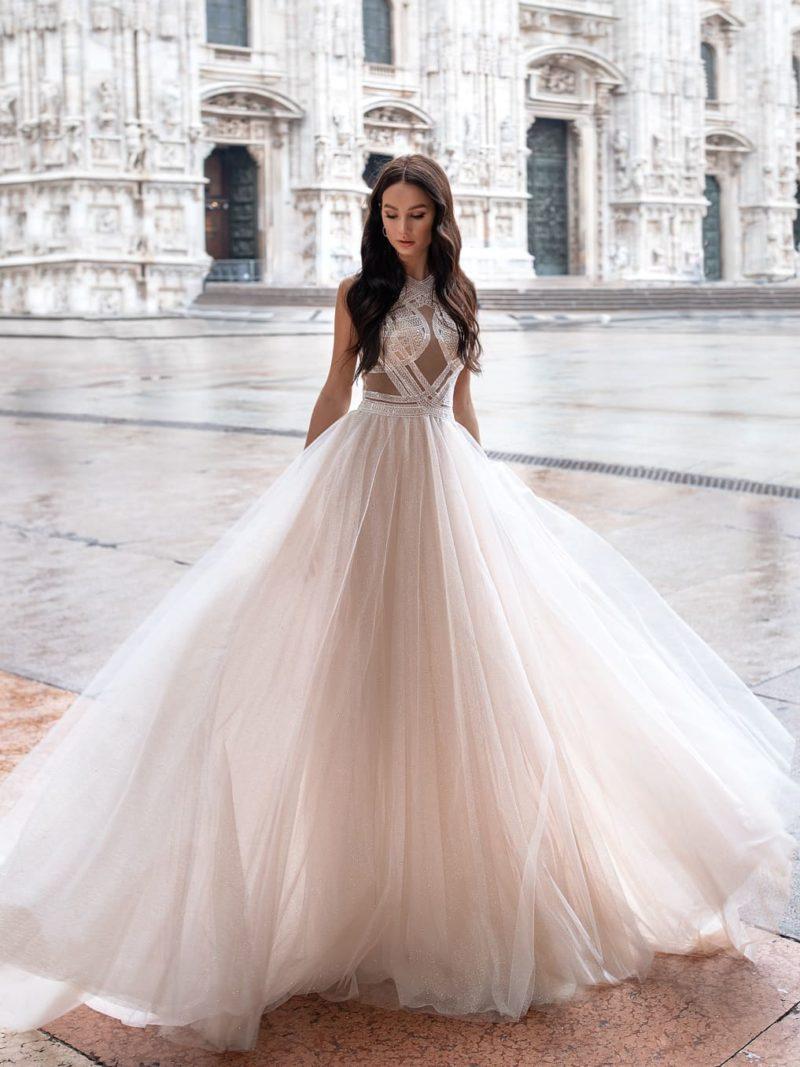 Воздушное необычное платье
