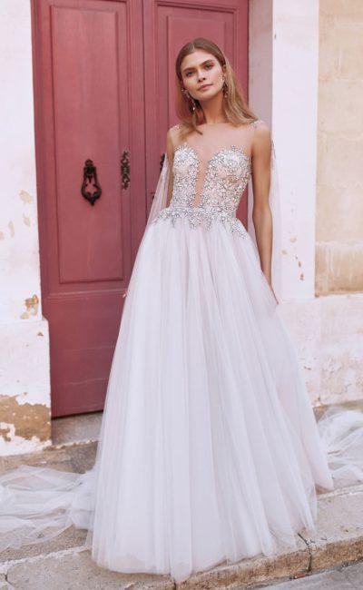 Свадебное платье с фатиновой накидкой