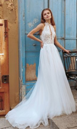 Открытое свадебное платье светлого оттенка айвори