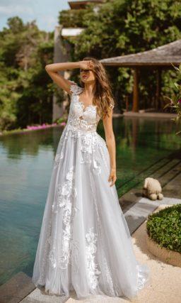 Пышное свадебное платье с нежно-голубой юбкой