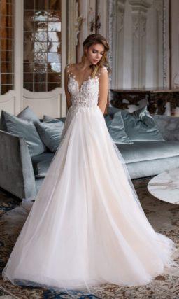 Свадебное платье традиционного кроя с пышной юбкой