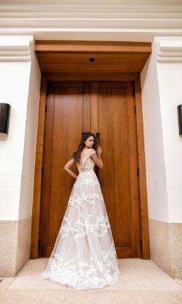 Женственное свадебное платье с расклешенной юбкой