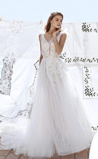 Платье цвета айвори с воздушной юбкой