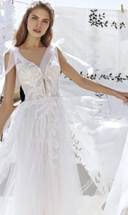 свадебное платье цвета айвори с воздушной юбкой