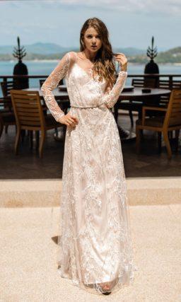 Свободное свадебное платье прямого кроя с длинными рукавами