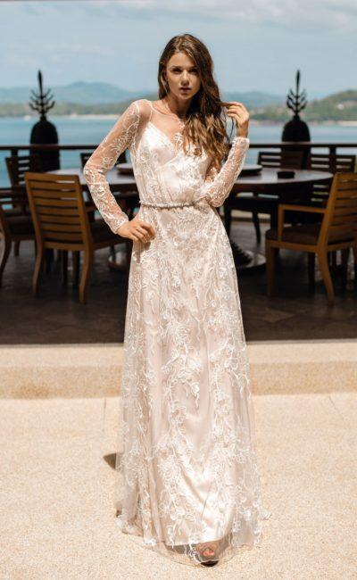 Свадебное прямое платье с рукавами