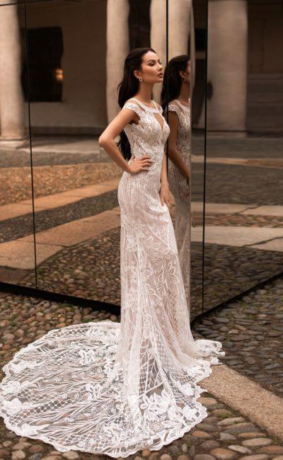 Свадебное платье с ажурным шлейфом