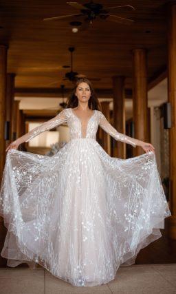 Ажурное свадебное платье с длинными рукавами