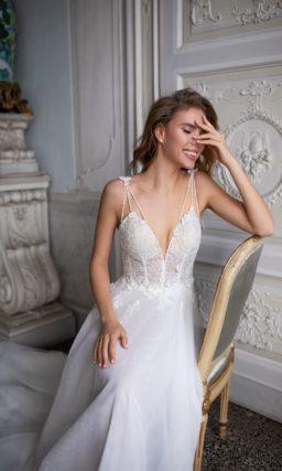 Легкое платье с открытым верхом