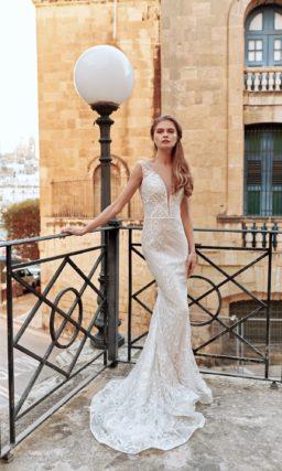 Свадебное платье силуэта «русалка» в теплом оттенке айвори