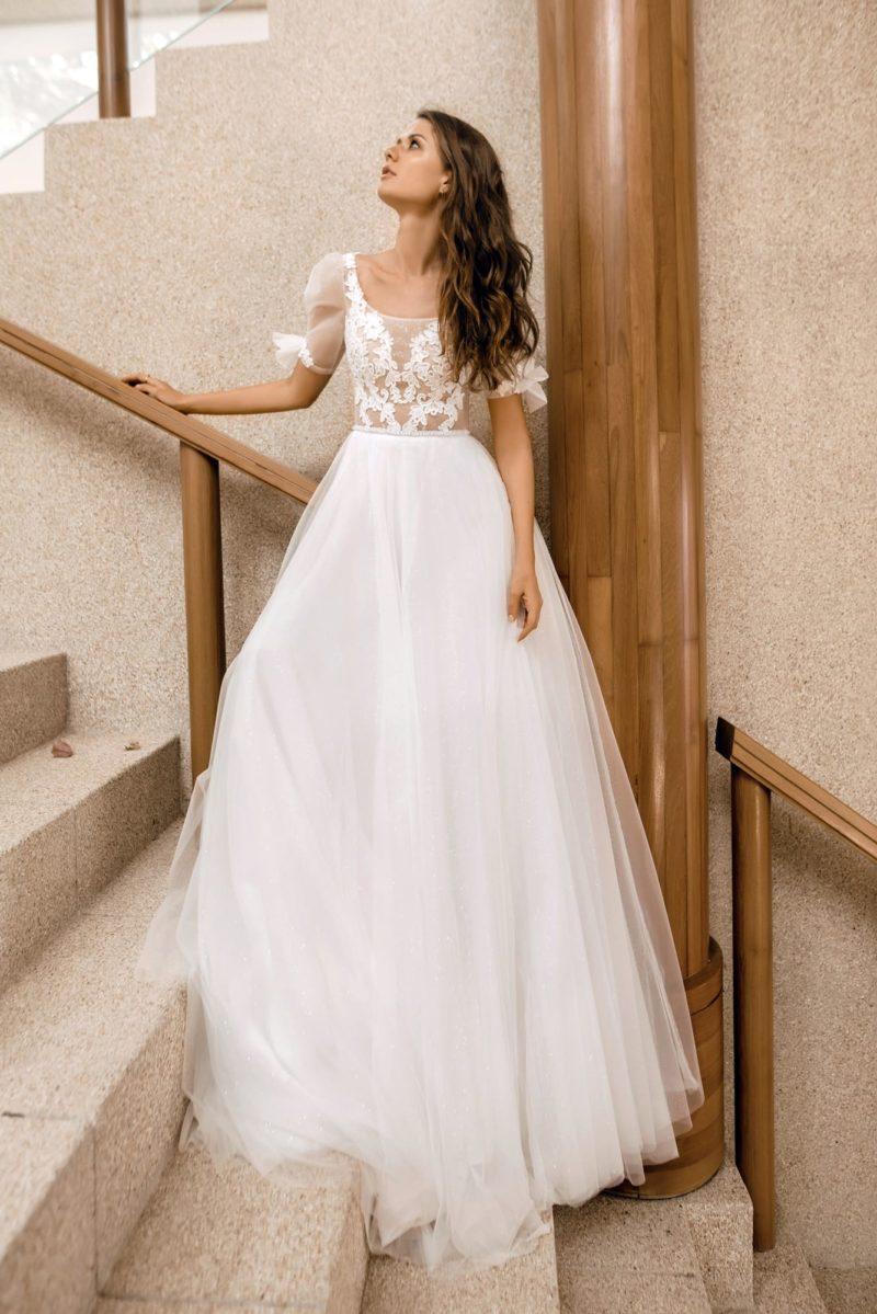 Нежное свадебное платье с невесомой пышной юбкой