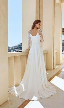 Нежное свадебное платье из белого атласа