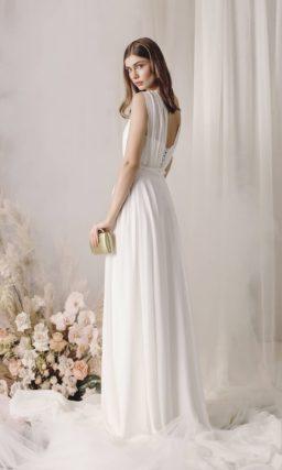 Минималистичное платье с приталенным силуэтом